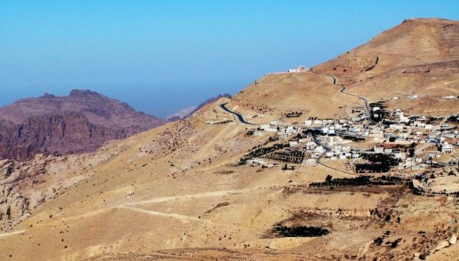 Edom a skalnaté mesto Petra
